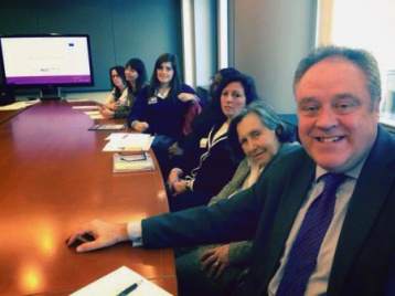 2014_11_05_Delegates from the 'Autism in Pink' project with the MEP Richard Howitt during the study visit at the European Parliament.